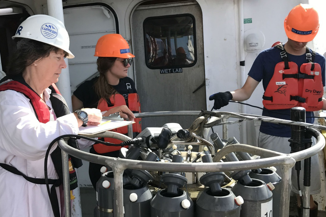 Scientists deploy equipment to take oxygen measurements in the Gulf of Mexico. Image: LUMCON/LSU